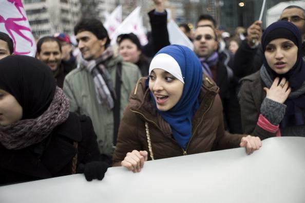 Proteste di giovani islamiche (FRED DUFOUR/AFP/Getty Images)
