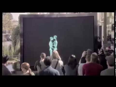L'amore dietro un pannello ai raggi x: il pubblico è estasiato –VIDEO