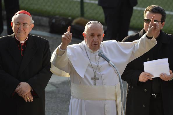 """Papa Francesco: """"La povertà costringe a fare brutte cose"""""""