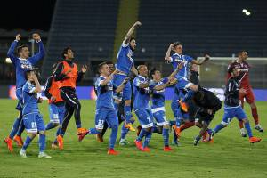 EMPOLI, ITALY - APRIL 30: Players of Empoli FC celebrates the victory after the Serie A match between Empoli FC and SSC Napoli at Stadio Carlo Castellani on April 30, 2015 in Empoli, Italy.  (Photo by Gabriele Maltinti/Getty Images)