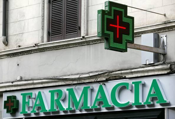 Roma: farmacista derubata ferma il ladro