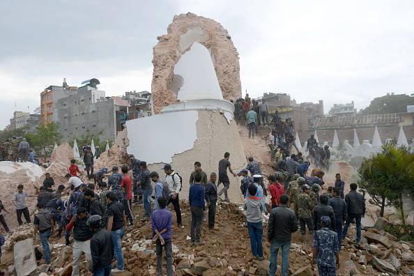 Terremoto in Nepal, crolla la torre dell'Unesco