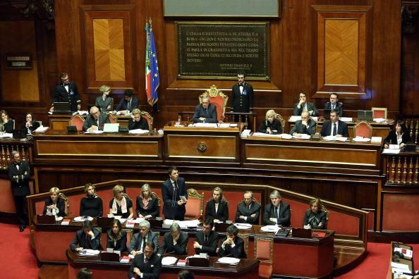 Senato elettivo renziani criticano aperture di renzi for Composizione del senato