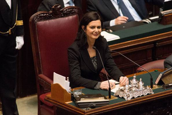 Si sfoga con Boldrini su Facebook, arriva la polizia a casa