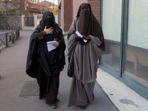 Niqab Isis Donne Velo