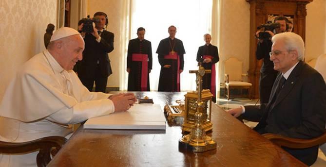 """Il Papa riceve Mattarella: """"La carenza di lavoro è un grido di dolore"""""""