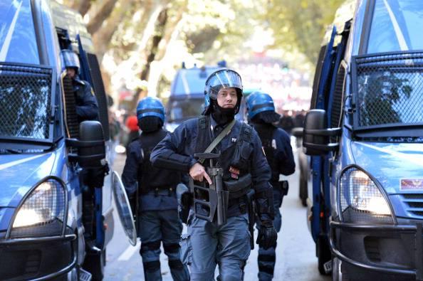 Polizia, l'allarme del sindacato Sap: dovremo comprarci anche i proiettili