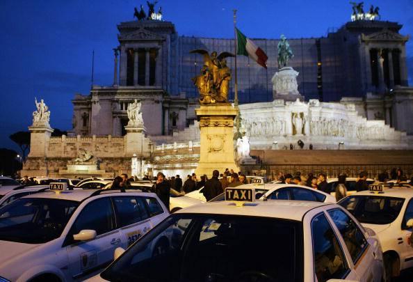 Roma: ucciso da un tassista, condannati Comune e Camera di Commercio