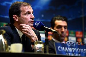 Massimiliano Allegri e Gianluigi Buffon in conferenza stampa (Photo credit should read PATRIK STOLLARZ/AFP/Getty Images)