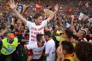 I festeggiamenti post derby (Photo credit should read FILIPPO MONTEFORTE/AFP/Getty Images)