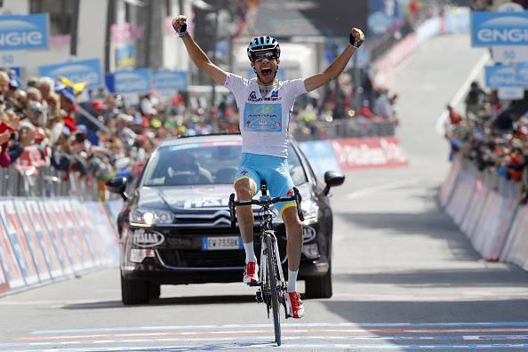 Giro d'Italia, Aru risorge e torna a vincere a Cervinia