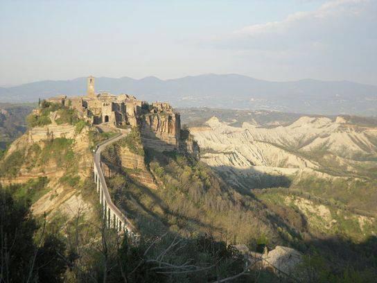 Civita di Bagnoregio (foto pubblico dominio)