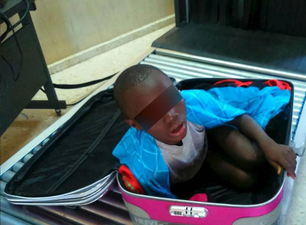 Spagna, il bambino del trolley ritrova la mamma