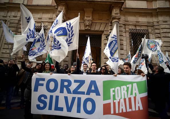 Sostenitori di Forza Italia (FILIPPO MONTEFORTE/AFP/Getty Images)