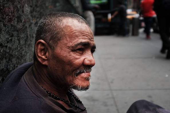 Usa, bambino commuove il web con un senzatetto