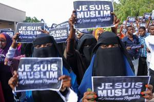 "Somali protesters chant slogans holding placards reading ""I am a Muslim, and I love my prophet"", on January 17, 2015 in Mogadishu, to protest against French weekly Charlie Hebdo's publication of a cartoon of the Prophet Mohammed. French President Francois Hollande on January 17, stressed that the country had ""principles, values, notably freedom of expression"". AFP PHOTO / MOHAMED ABDIWAHAB        (Photo credit should read Mohamed Abdiwahab/AFP/Getty Images)"