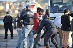 Controlli sui migranti (ALFONSO DI VINCENZO/AFP/Getty Images)