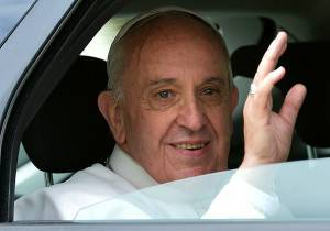 Pope Francis waves from a car as he leaves after a visit to the Pontifical North American College in Rome on May 2, 2015. AFP PHOTO / ALBERTO PIZZOLI        (Photo credit should read ALBERTO PIZZOLI/AFP/Getty Images)