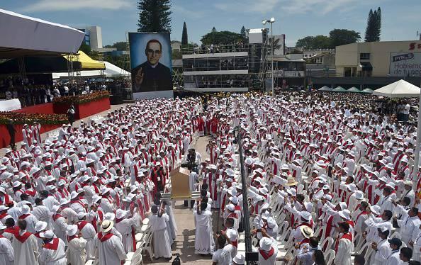 Mons. Romero: in 200mila per la beatificazione del vescovo martire