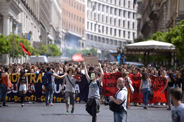 Studenti in piazza (FILIPPO MONTEFORTE/AFP/Getty Images)