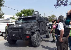 """Tunisian special force arrive at the Bouchoucha army barracks in Tunis on May 25, 2015 after a soldier opened fire at his colleagues. A Tunisian soldier killed some of his comrades and wounded others in a shooting at the barracks near parliament but it was not a """"terrorist"""" attack, the interior ministry said. AFP PHOTO / FETHI BELAID        (Photo credit should read FETHI BELAID/AFP/Getty Images)"""