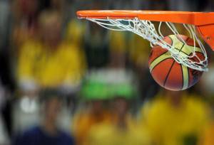Basket (Photo credit should read JOE KLAMAR/AFP/Getty Images)