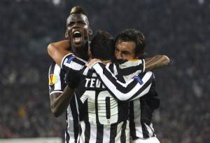 Paul Pogba, Carlos Tevez e Andrea Pirlo (Photo by Marco Luzzani/Getty Images)