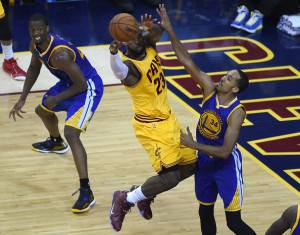 Cleveland Cavaliers -Golden State Warriors     (Photo credit should read TIMOTHY A. CLARY/AFP/Getty Images)