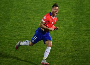 Eduardo Vargas (Photo credit should read MARTIN BERNETTI/AFP/Getty Images)
