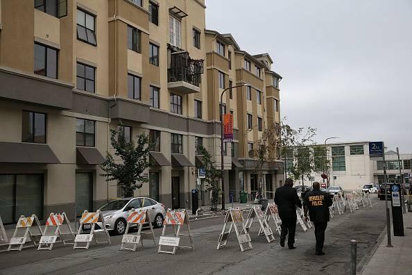 Crolla balcone a Berkeley, strage di studenti