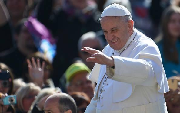 """Il Papa: """"La differenza uomo donna fa crescere i figli"""""""