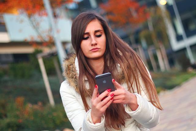 Gli smartphone ci rendono stupidi e pigri