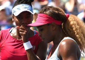 Venus e Serena Williams (Photo credit should read TIMOTHY A. CLARY/AFP/Getty Images)