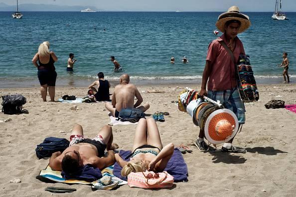Ambulante in spiaggia (Milos Bicanski/Getty Images)