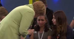 Merkel bambina piange