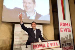 Ignazio Marino appena eletto sindaco (ALBERTO PIZZOLI/AFP/Getty Images)