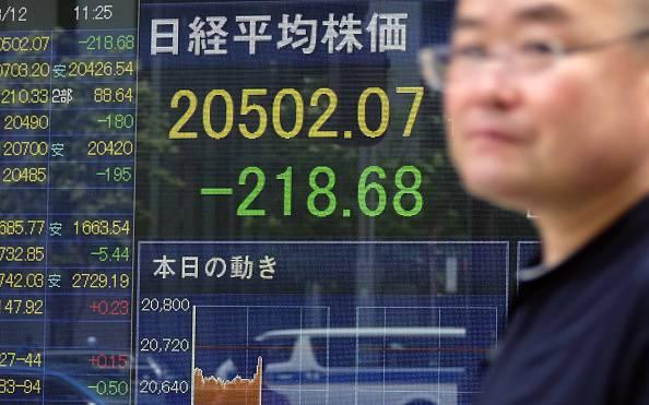 Svalutazione record della moneta cinese, tremano le borse, petrolio ai minimi