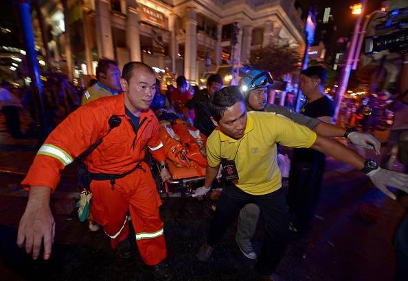 Bangkok, bomba contro i turisti: 27 morti. La Farnesina verifica la presenza di italiani