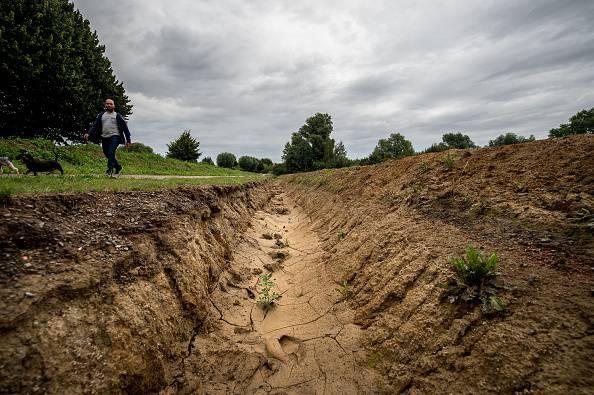 Francia, sindaco fa scavare trincee contro l'arrivo dei nomadi