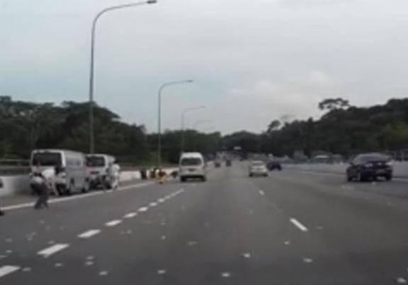 Soldi in autostrada, il traffico va in tilt (VIDEO)