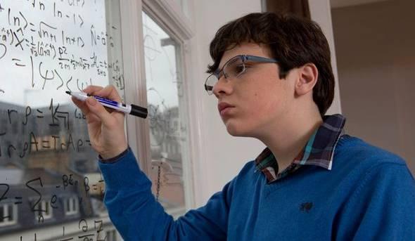 """Ragazzo autistico consegue master in fisica quantistica a 16 anni. I medici: """"Non doveva neanche parlare"""""""
