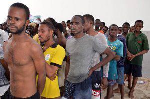 Migranti pronti a imbarcarsi (FETHI NASRI/AFP/Getty Images)