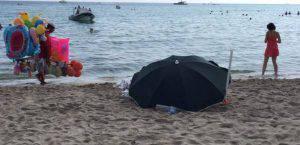 Cadavere morto spiaggia