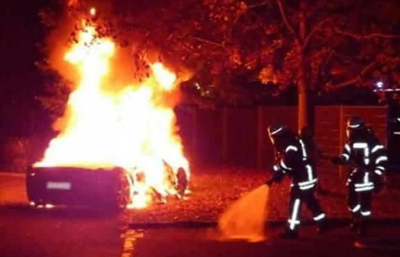 La Ferrari in fiamme (foto dal web)