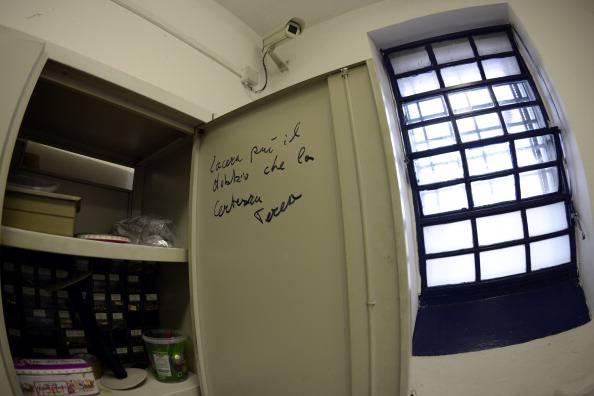 Evade dall'ospedale Pertini, caccia a un detenuto 20enne