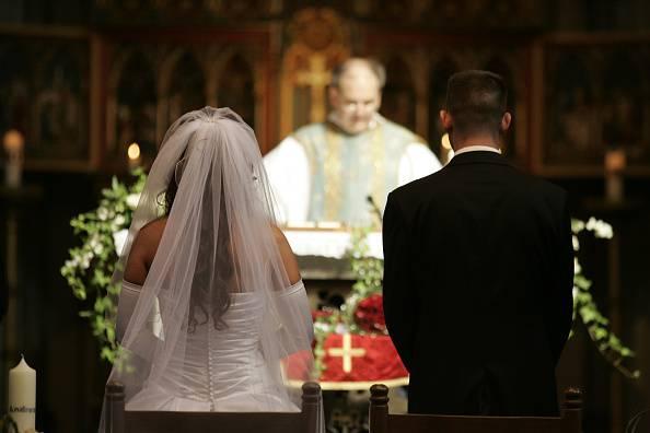 Sposa lascia il futuro marito sull'altare: è dramma