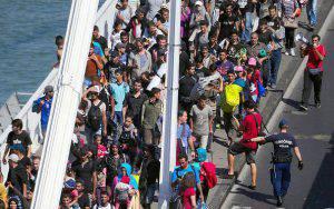 Marcia Migranti Profughi Ungheria Austria
