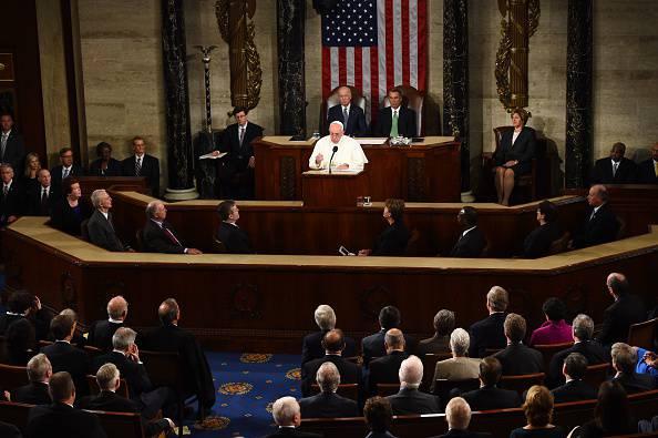 """Il Papa sconvolge gli Usa: """"No alla pena di morte e alle armi"""""""