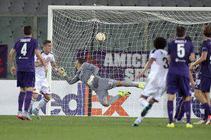 FLORENCE, ITALY - SEPTEMBER 17: Mohamed Elneny of FC Basel 1893 scores a goal during the UEFA Europa League match between Fiorentina and Basel on September 17, 2015 in Florence, Italy.  (Photo by Gabriele Maltinti/Getty Images)