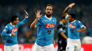 NAPLES, ITALY - SEPTEMBER 20: Gonzalo Higuain of Napoli celebrates after scoring his team's opening goal during the Serie A match between SSC Napoli and SS Lazio  at Stadio San Paolo on September 20, 2015 in Naples, Italy.  (Photo by Maurizio Lagana/Getty Images)